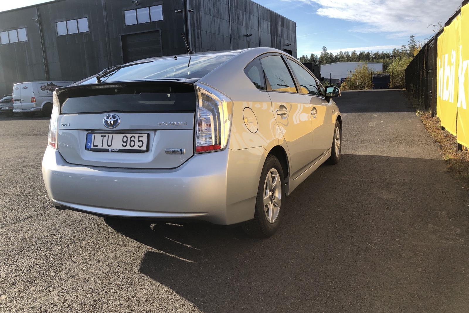 Toyota Prius 1.8 Plug-in Hybrid (99hk) - 38 170 km - Automatic - silver - 2012